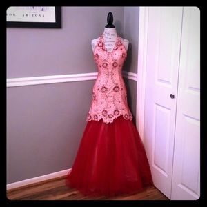 ♻️🌀❤️NWT Red Beaded Halter Formal Gown